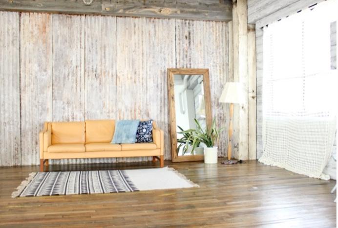 西海岸風の家具にトタン壁もあります