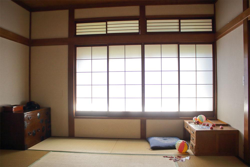 自然光がきれいな明るい和室です